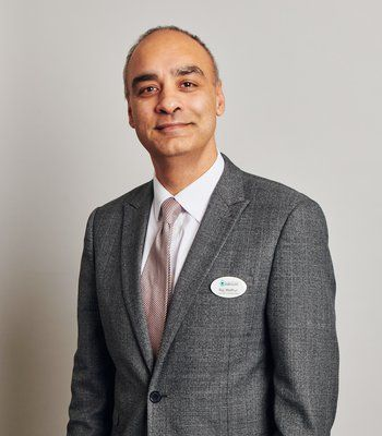 Dr Raj Mathur - Consultant Gynaecologist and Subspecialist in Reproductive Medicine and Surgery